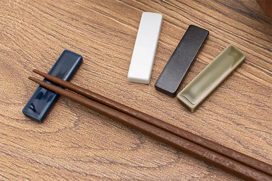 カラーサンプルを箸置きとして再利用